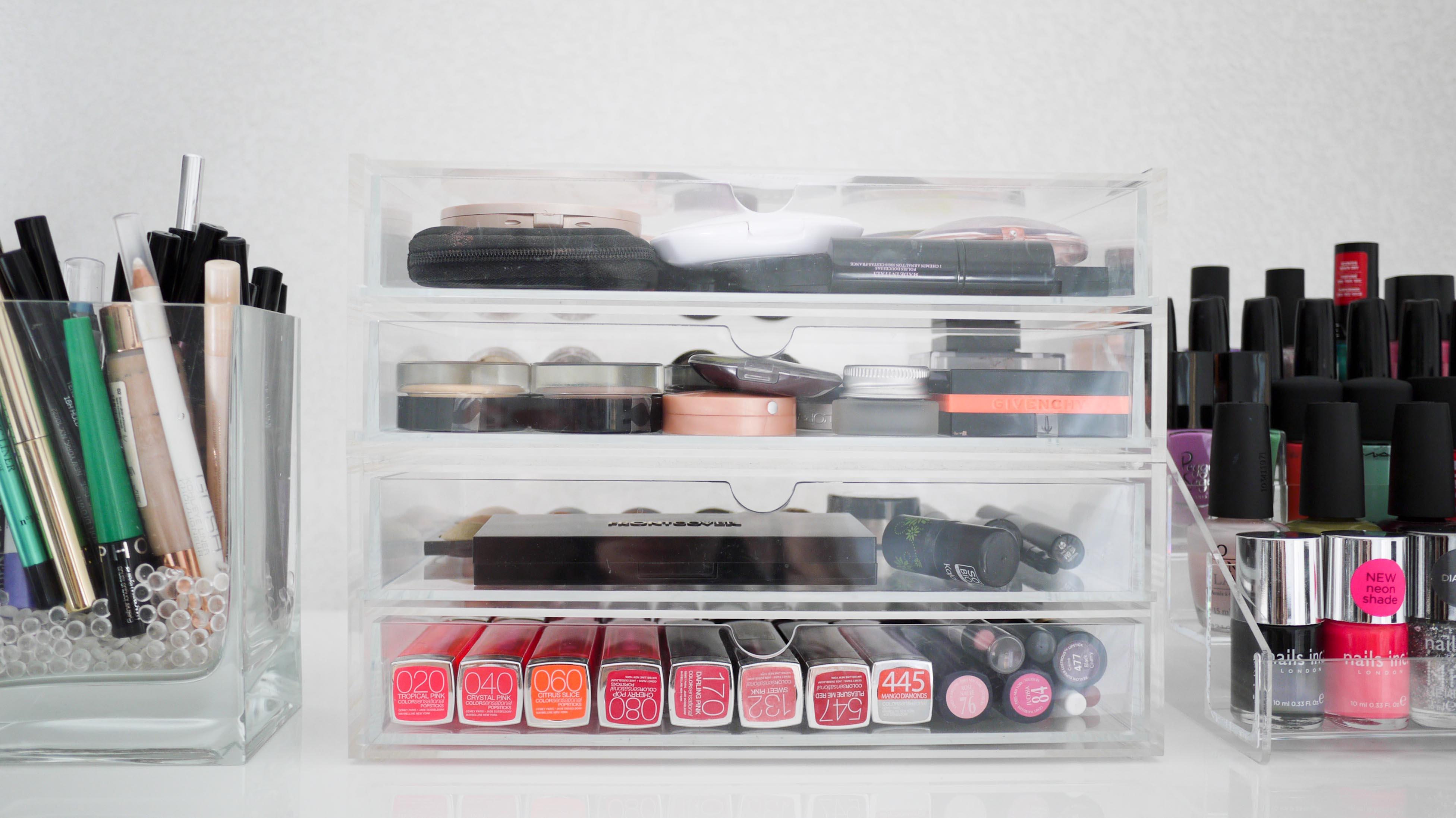 rangement maquillage tout ce qu 39 il faut savoir pour s 39 organiser. Black Bedroom Furniture Sets. Home Design Ideas